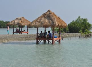 pulau pari pantai perawan