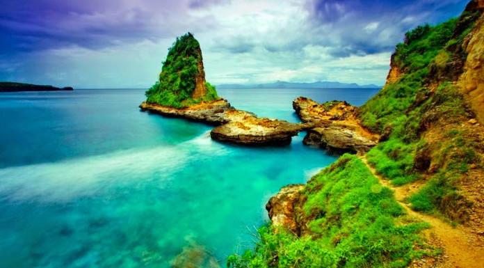 Pantai Tanjung Bloam