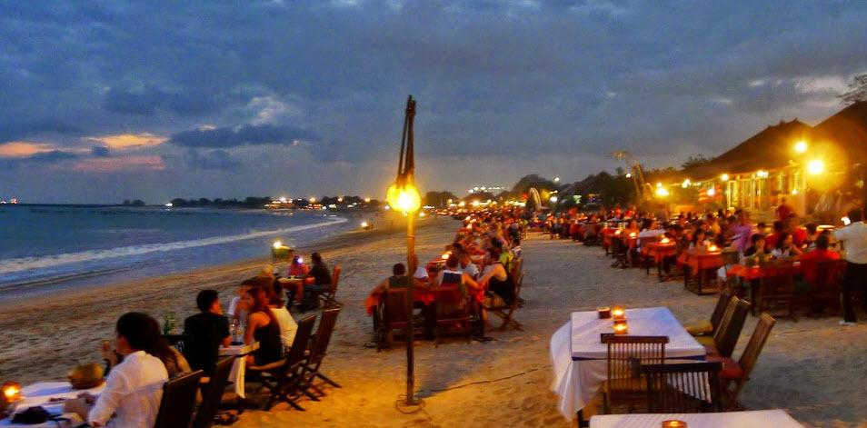 Obyek Wisata Pasir Putih Pantai Jimbaran Bali Pusat